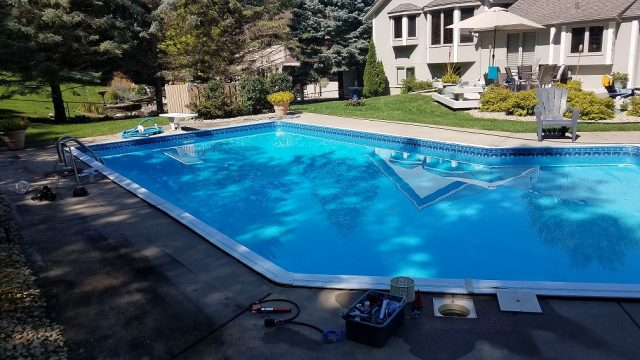 Pool with leak detection equipment